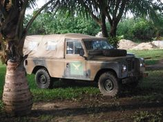 65b0b329ca0091ddeb35a7dc97fb7b5c--land-rover-defender-land-rovers